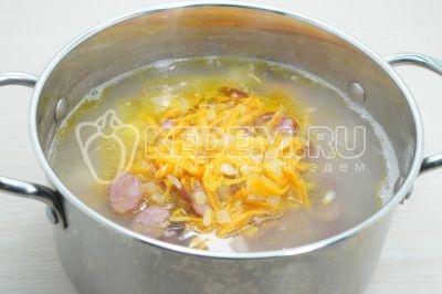 Суп с перловой крупой и охотничьими колбасками