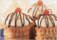 Слоеные пирожные с муссом из белого шоколада