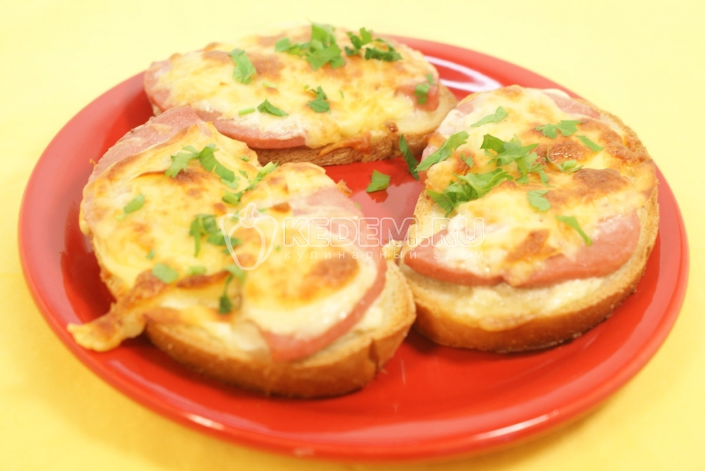 Горячие бутерброды с колбасой сыром огурчик соленый