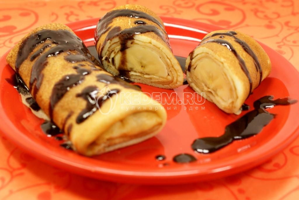 Блинчики с бананом. Кулинарный фото рецепт приготовления блинчиков с бананом и шоколадом. Блины на Масленицу.