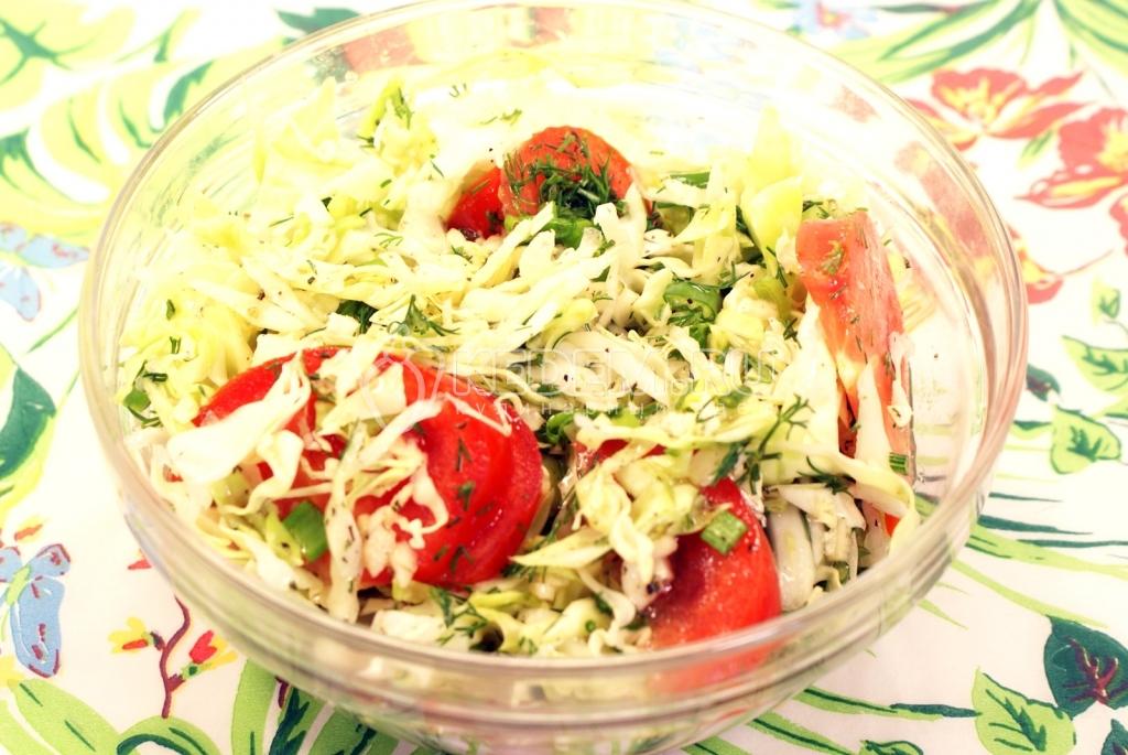 Салат из капусты и помидор. Кулинарный рецепт с фото приготовления салата из капусты с помидорами.