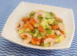 Салат с креветками – ФОТО РЕЦЕПТ – приготовление вкусного салатика с креветками, свежими огурцами, горошком, картофелем. Просто в приготовлении и оригинальный салат. – Салаты на сайте Кулинарный Эдем. Фото рецепта