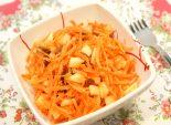 Морковно-фруктовый салат с изюмом – кулинарный рецепт приготовления замечательного салата с яблоками, морковью и изюмом. Легкий, полезный и вкусный салатик.  Фото рецепта