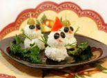 «Снеговики». Кулинарный рецепт приготовления закуски на Новый год из риса и оливок.