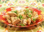 Куриная грудка тушеная в вине. Кулинарный рецепт приготовления куриной грудки тушеной в вине с лавровым листом. Фото рецепта