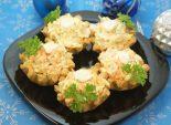 Новогодние корзинки. Кулинарный фото рецепт приготовления песочных корзинок с салатом из сыра, моркови и чеснока. Фото рецепта