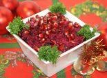 Салат со свёклой «К празднику». Кулинарный фото рецепт приготовления новогоднего салата из свеклы с черносливом и сыром на новогодний стол.