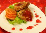 Мясо с брусничным соусом «Трепет желаний». Кулинарный фото рецепт приготовления мяса с брусничным соусом для романтического ужина на День всех влюбленных (14 февраля). Фото рецепта