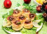 Новогодние валованчики с грибами. Кулинарный пошаговый рецепт с фото приготовления закуски на новогодний стол валованчиков с грибами.