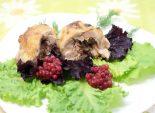 Куриные рулетики с начинкой. Пошаговый кулинарный рецепт с фотографиями приготовление куриных рулетиков с сыром и брусникой. Фото рецепта