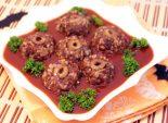 Тефтели «Циклопы». Пошаговый кулинарный рецепт с фотографиями приготовление тефтелей в соусе на Хэллоуни. Фото рецепта