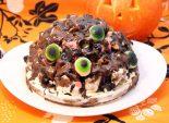 Глазастый торт на Хэллоуин. Пошаговый кулинарный рецепт с фотографиями приготовление торта-горки с мармеладными глазками на Хэллоуин. Фото рецепта
