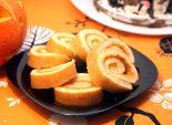 Рулет для зомби с тыквой. Пошаговый кулинарный рецепт с фотографиями приготовление бисквитного рулета с тыквой на Хэллоуин. Фото рецепта