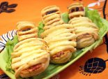 Пиццы мумии. Пошаговый кулинарный рецепт с фото приготовление пиццы мумии на Хэллоуин. Фото рецепта
