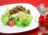 Запеченная треска с помидорной заправкой. Пошаговый кулинарный рецепт с фото приготовление запеченной трески с помидорами и зеленью. Фото рецепта
