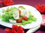 Салат «Влюбленная итальянка». Пошаговый кулинарный рецепт с фото приготовление салата с помидорами черри и моцареллой на романтический ужин. Фото рецепта