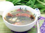 Суп с щавелем и черемшой. Пошаговый кулинарный рецепт приготовления супа с щавелем и черемшой на копченых ребрышках. Фото рецепта