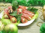 Рулетики салями с начинкой. Пошаговый кулинарный рецепт с фотографиями приготовления рулетиков салями с начинкой на новогодний стол.