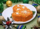 Новогодний салат «Варежка».  Пошаговый кулинарный рецепт с фотографиями приготовления слоеного салата «Варежка» на новогодний стол