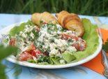 Салат из помидоров с сыром