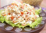 Салат с крабовыми палочками и яичными блинчиками