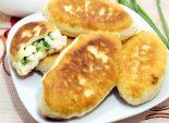 Быстрые пирожки с яйцом и зеленым луком