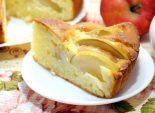 Шарлотка с творогом и яблоками