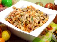 Салат с ветчиной и грибами «Дарина»