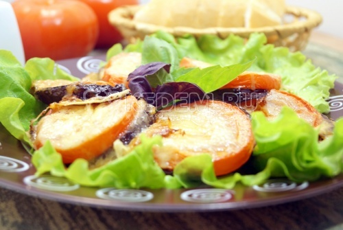 Баклажаны с помидорами и сыром Меладжо