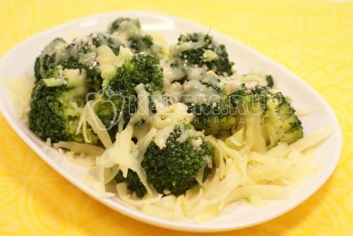 Брокколи с миндалем и сыром - рецепт