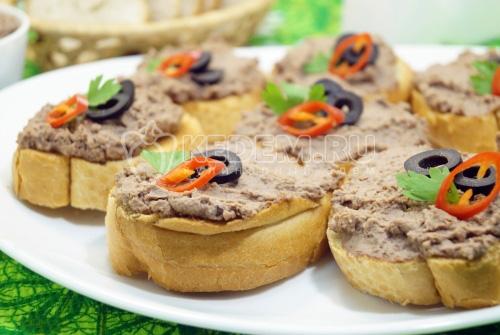 Бутерброды с паштетом из куриной печени - рецепт