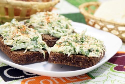 Бутерброды с салатом
