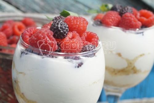Десерт из ягод со сметаной Вкус лета