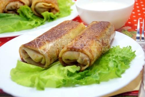 Фаршированные блины с колбасой и грибами
