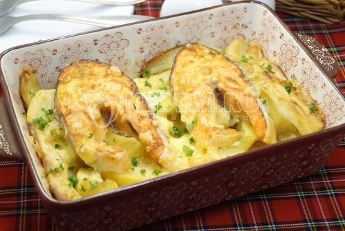 Форель запеченная с картофелем в духовке - рецепт