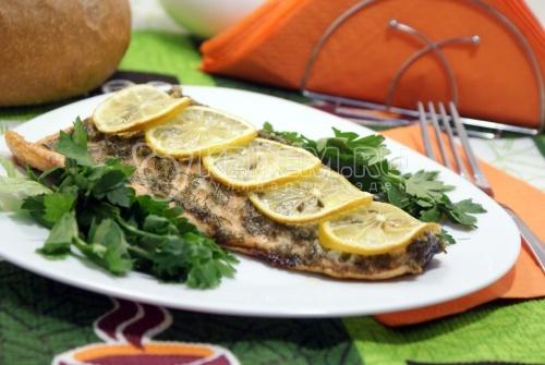 Горбуша в духовке с лимоном и зеленью - рецепт