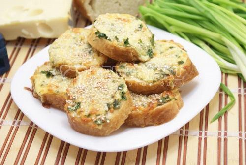 Горячие бутерброды с сыром и зеленью - рецепт