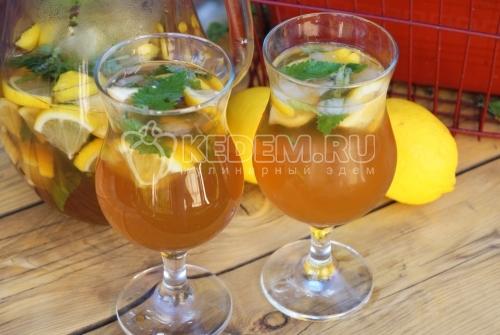 Холодный чай с лимоном