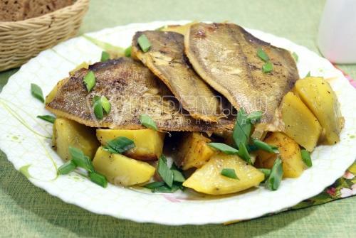 Камбала в духовке с картофелем - рецепт