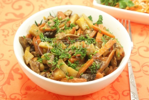 Картофель  тушеный с белыми грибами - рецепт