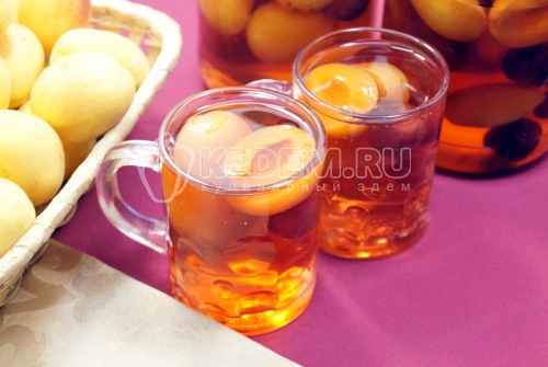 Компот из абрикосов и черешни на зиму - рецепт