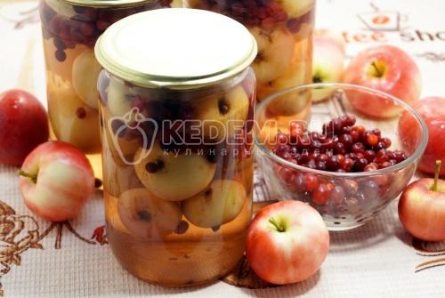 Компот из брусники с яблоками