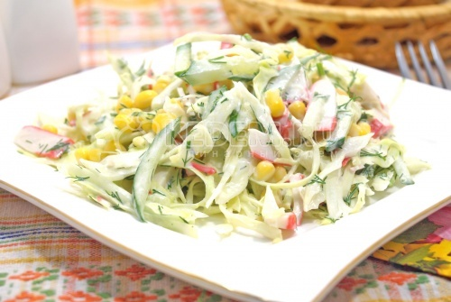 Крабовый салат с капустой - рецепт