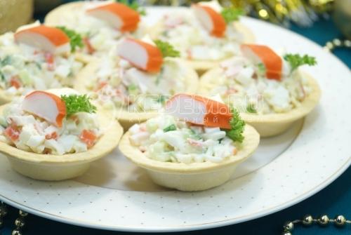 Крабовый салат в тарталетках Новогодняя вечеринка