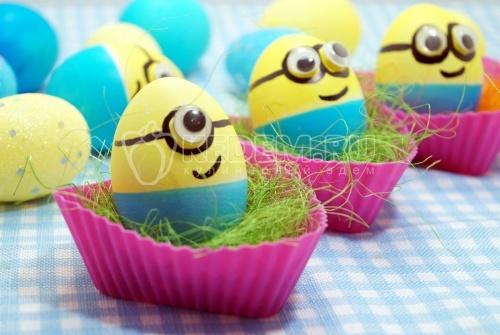 Крашеные яйца «Миньоны» - рецепт