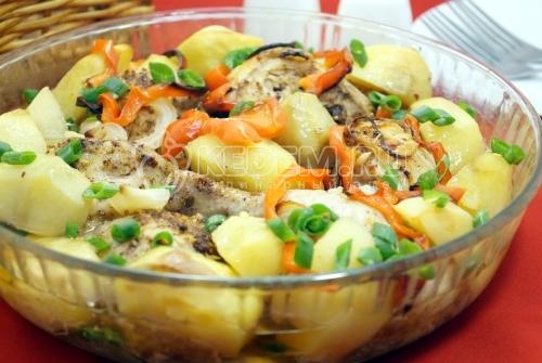 Курица кусочками в духовке с картофелем - рецепт
