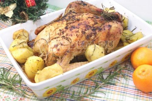 Курица с картофелем и розмарином
