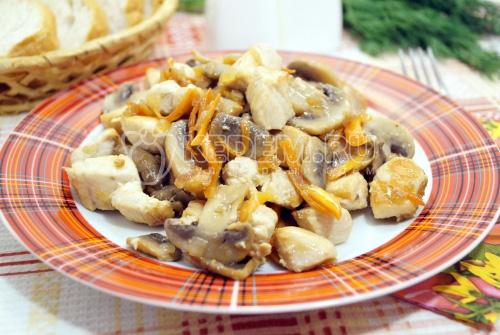 Куриная грудка с грибами на сковороде - рецепт