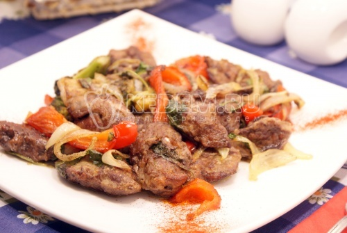 Куриная печень с овощами - рецепт