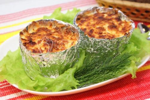Куриное филе с грибами и сыром в горшочках из фольги - рецепт